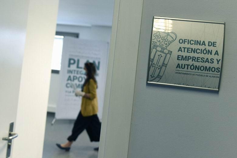 Pozuelo inicia el pago de más de un millón de euros en ayudas para empresas y autónomos