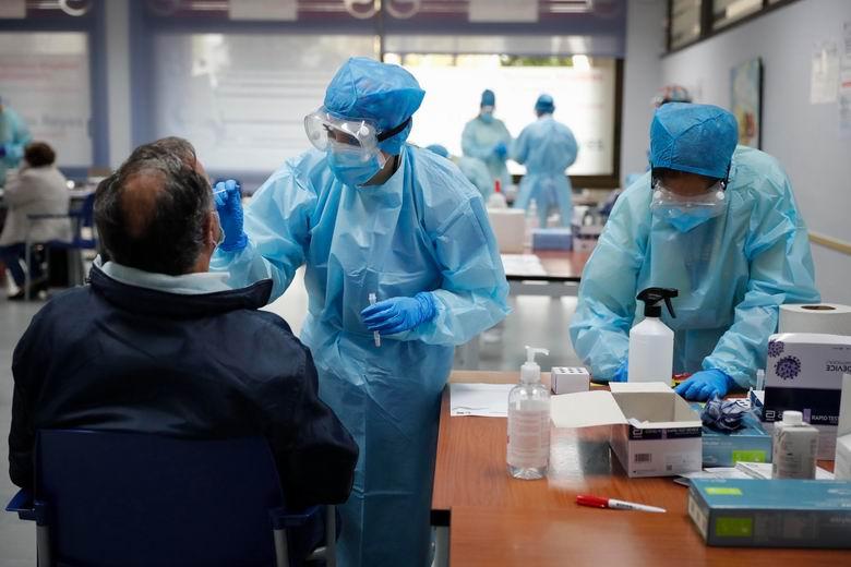 La Comunidad aplicará nuevas restricciones en Móstoles tras el aumento de casos de COVID en la zona básica de salud de Barcelona