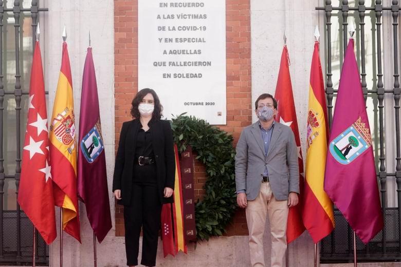 La Comunidad de Madrid homenajea a las víctimas del COVID-19 con una placa en la Real Casa de Correos