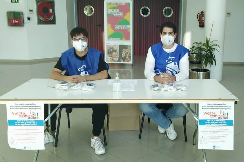 Universitarios voluntarios informan a la ciudadanía de Fuenlabrada sobre el tratamiento de residuos relacionados con la COVID-19