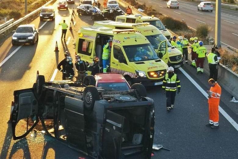 Un fallecido y siete heridos tras un grave accidente de tráfico en la M-45 a la altura de Getafe