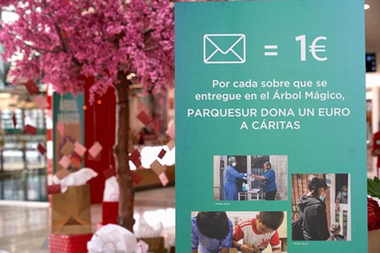 El centro comercial Parquesur de Leganés pone en marcha la campaña 'Árbol Mágico' y reparte más de 4.000 premios entre sus visitantes