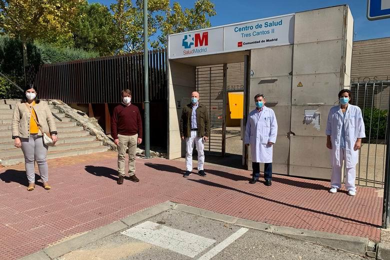 Tres Cantos presta su colaboración para la limpieza y desinfección de los accesos a los Centros de Salud
