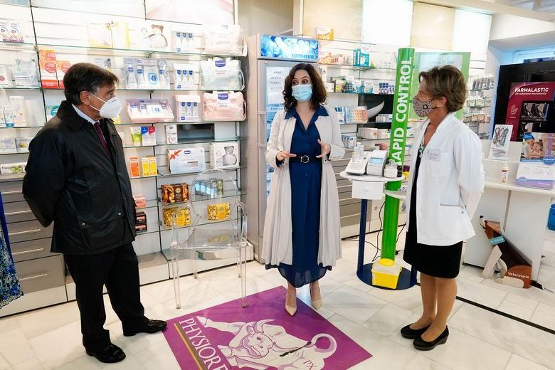 Díaz Ayuso anuncia que las farmacias podrán hacer test a partir de la semana del 1 de febrero y que la semana que viene la tarjeta sanitaria incorpora la vacunación COVID-19