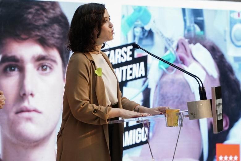 Díaz Ayuso presenta una campaña informativa sobre el impacto del COVID si se incumplen las medidas