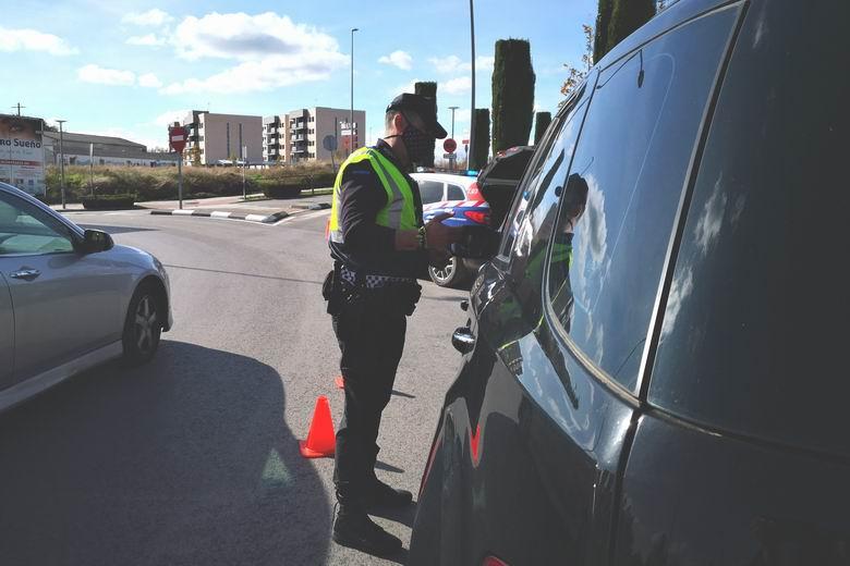 La Policía Local de Humanes realizará una campaña de vigilancia y concienciación contra las distracciones al volante