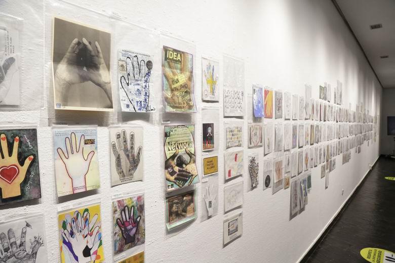 Móstoles inaugura su primera exposición de Arte Postal con más de 450 creaciones enviadas de todo el mundo
