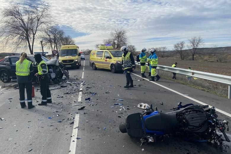 Muere un hombre de 35 años en un grave accidente de tráfico entre un turismo y dos motos en la M-506 a la altura de San Martín de la Vega