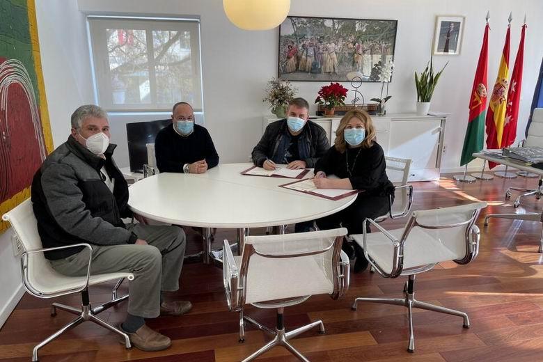 Alcorcón firma un convenio de colaboración con APLAA para la cesión del local que actualmente utiliza como sede por 25 años