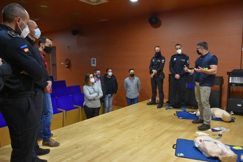 La totalidad de la plantilla de la Policía Local de Arroyomolinos formada en primeros auxilios a adultos, niños y lactantes