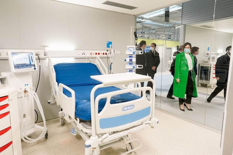 """Díaz Ayuso inaugura el Hospital Enfermera Isabel Zendal, """"una bomba de oxígeno para todos los profesionales del SERMAS y el resto de España"""""""
