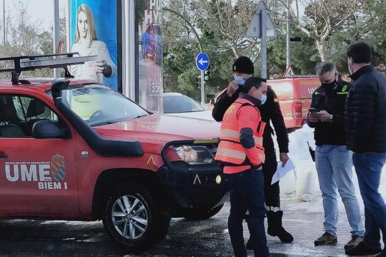La UME acude a Alcorcón para ayudar en las labores de limpieza de nieve y hielo en Torres Bellas y zona centro