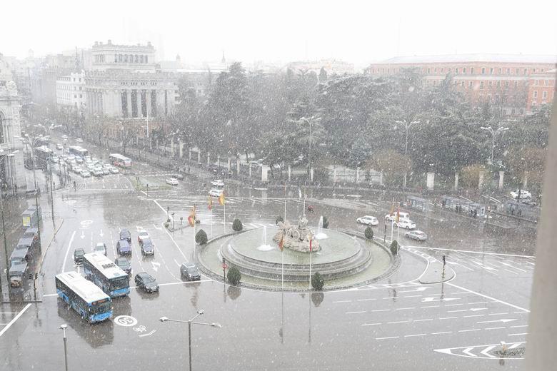 Madrid suspende el servicio de autobuses de la EMT y el servicio de estacionamiento regulado este sábado por la nieve