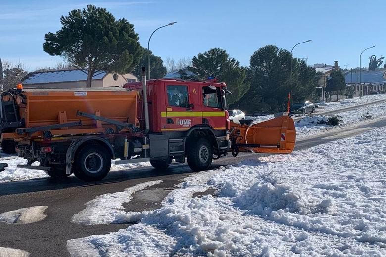 La UME se incorpora en Móstoles para apoyar en las labores de retirada de nieve