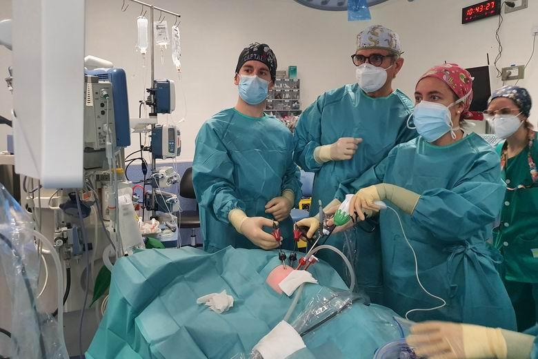 El 12 de Octubre extirpa un lóbulo pulmonar mediante cirugía mínimamente invasiva en un recién nacido de seis semanas por primera vez en el hospital