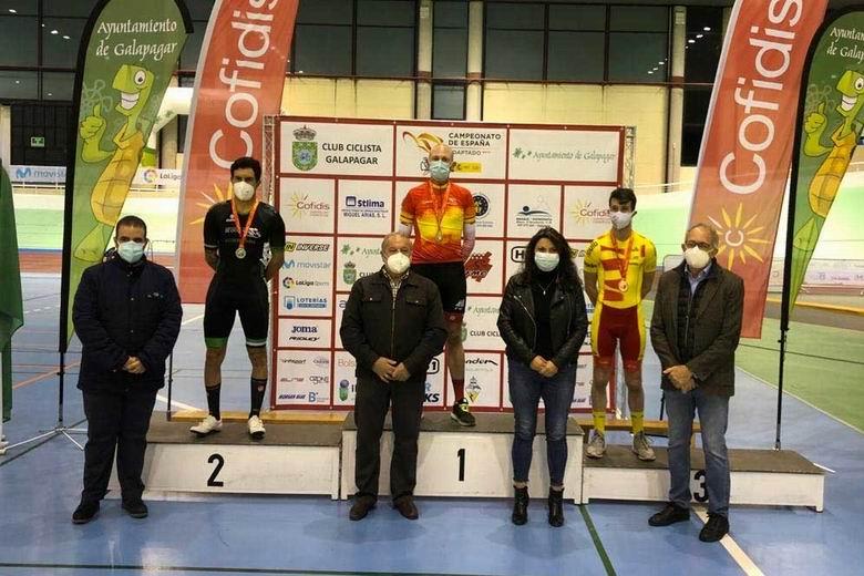 El ciclista de Torrejón Julio Enrique Bermejo logra una medalla de oro y dos de plata en el Campeonato de España de ciclismo adaptado en pista