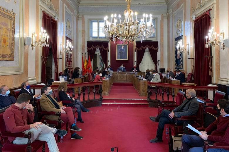 El Pleno de Alcalá aprueba exigir a Díaz Ayuso la inclusión del Hospital Príncipe de Asturias en la estrategia de vacunación