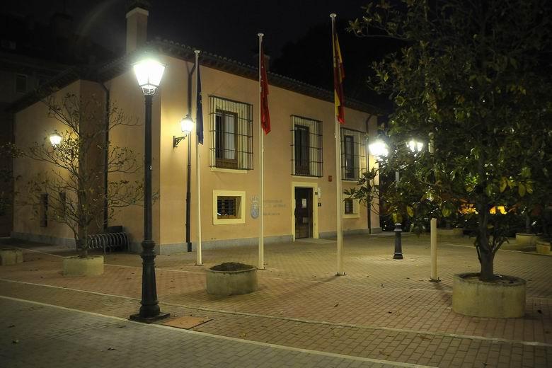 Boadilla renueva 50 luminarias en la plaza de La Millonaria