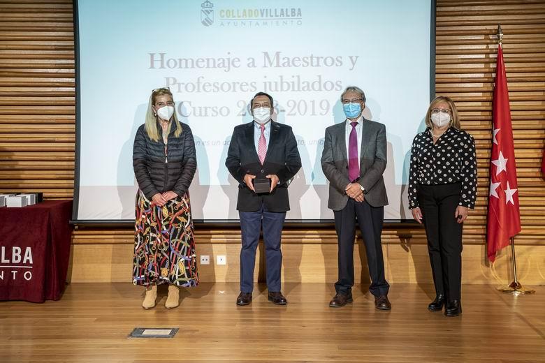 Collado Villalba rinde homenaje a los profesores jubilados del municipio durante los dos últimos cursos