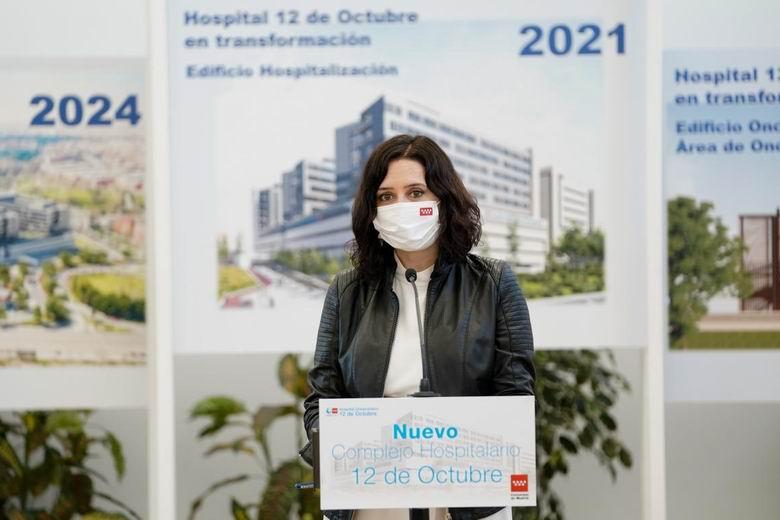 """Díaz Ayuso garantiza que la modernización de los grandes hospitales públicos madrileños """"avanza con paso firme"""""""