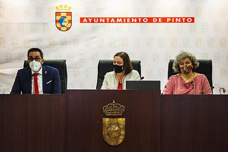 La ministra Reyes Maroto y el alcalde de Pinto se reúnen con empresarias y empresarios de la ciudad