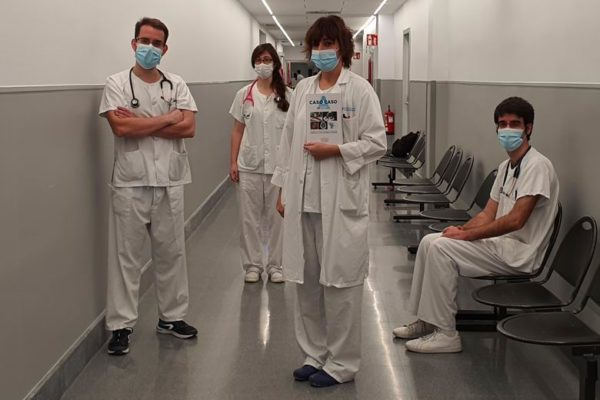 libro hospital 12 de octubre Dra. Lorena Castro, coordinadora de Urgencias del 12 de Octubre, junto a los doctores Ana Morla, Luis Pérez Ordoño y Juan Vila