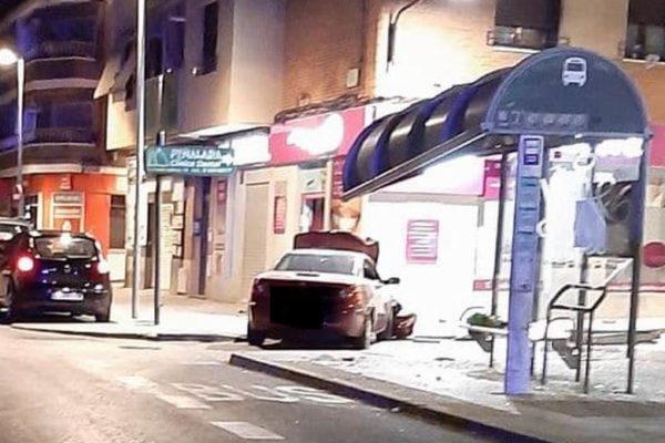 pinto calle egido de la fuente accidente coche marquesina autobus 02